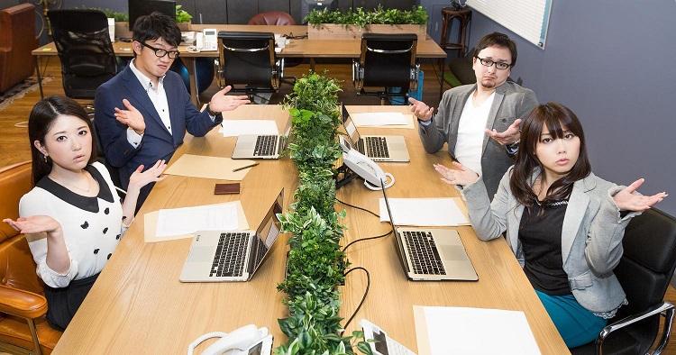 机の上はパソコン1台でOK